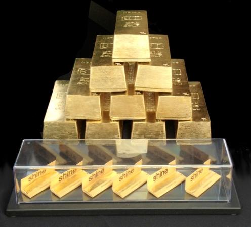 GoldPapersPyramid
